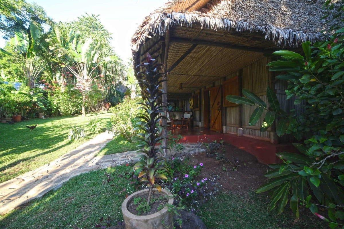 Vue sur le bungalows à Ambatoloaka