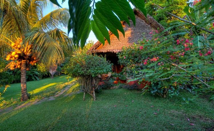 Bungalows dans le jardin à Ambatoloaka - Nosy Be